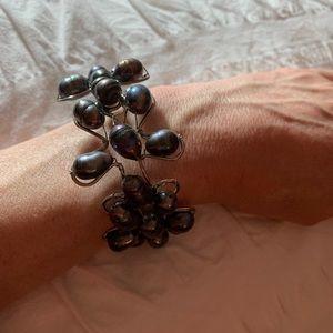 Jewelry - Artsy freshwater black pearl bracelet EUC